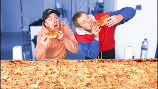 EATING THE BIGGEST PIZZA! (CHALLENGE)