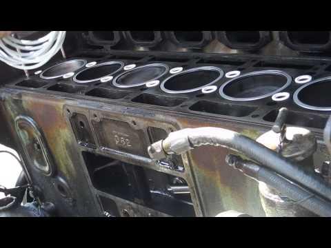 Detroit Diesel IL 671 Head Gasket Installation - YouTube