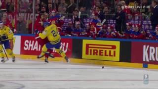 VM 2017 - Alexander Edler tacklar 3 ryska spelare