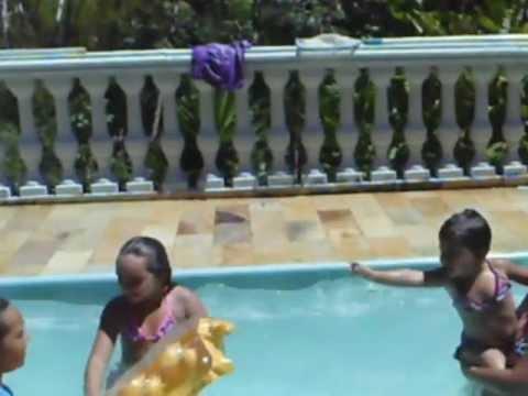 Alicya, Nega, Belle e karen  na piscina. Sitio Nosso Recanto Gaucho