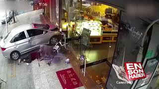 Kontrolünü kaybettiği arabasıyla iki kadını ezdi