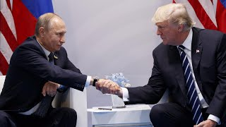 Expert Analyzes Body Language of Trump and Putin at Their First Meeting