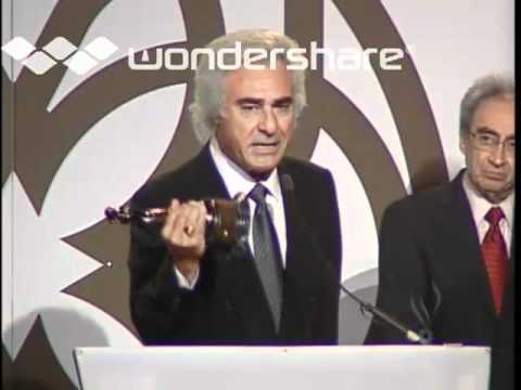 Manuel accepts award at the 7th Annual Armenian Music Awards 2005