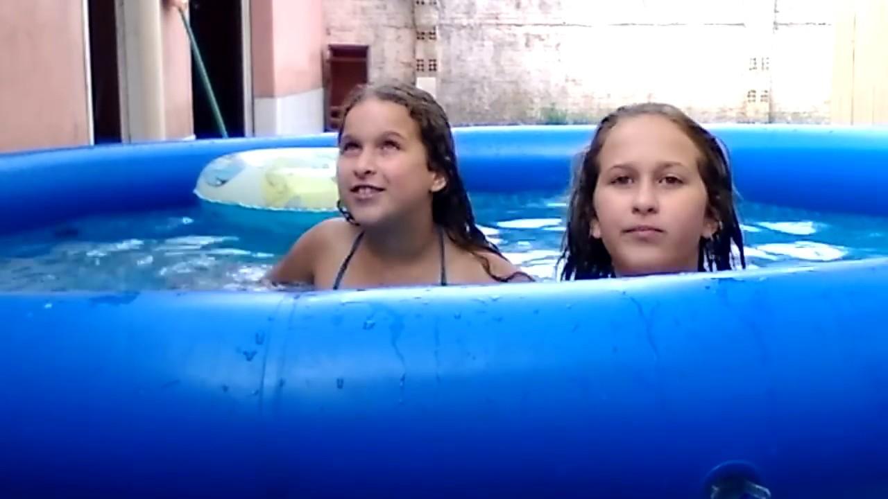 Tomando banho de piscina com nossa mãe 💖