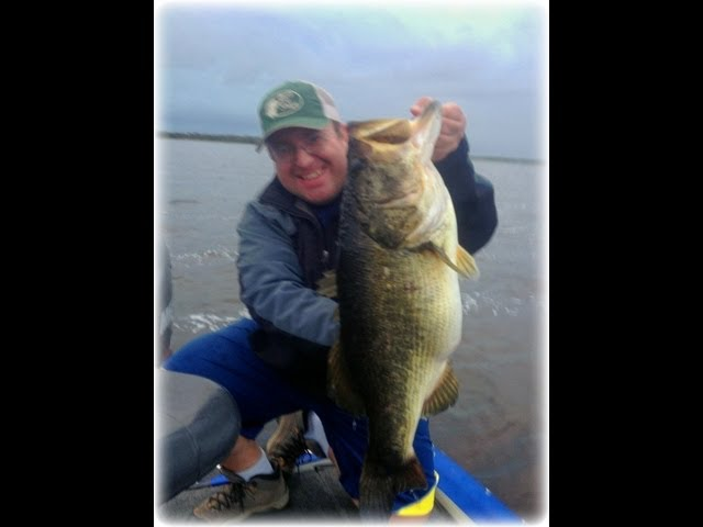Orlando/Kissimmee Florida Bass Fishing- 11lb. 13oz. MONSTER BASS caught on video
