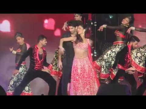 Teri Ore (Aditya Roy Kapur and Katrina Kaif) Dream Team Concert HD