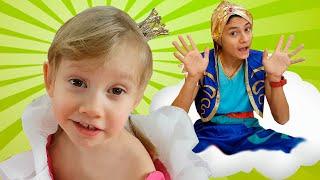 Alena y Pasha Genio juegan la casa de juegos - Video divertido para niños!