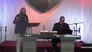 Alabazas y Adoración con el Duo José y Griselly en febrero 28-16