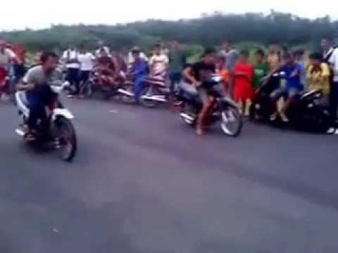 cười vãi! thanh niên thôn đua xe mà bị té!