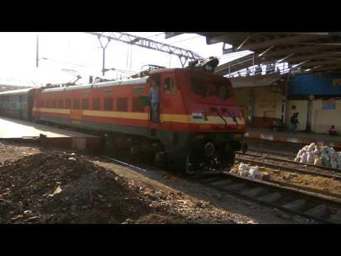 12107 Mumbai Lucknow Superfast Express departing from Kalyan
