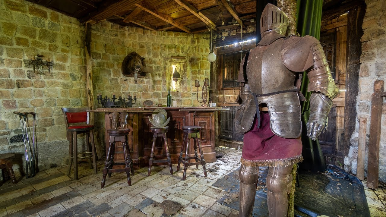Abandoned 17th Century Medieval Mancave Of A Rich Dutchman!