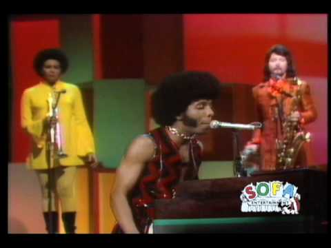 """SLY & THE FAMILY STONE """"Dance To The Music"""" on The Ed Sullivan Show"""