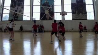 Детский волейбол. Девочки (11 лет) vs. Мальчики (9 лет)
