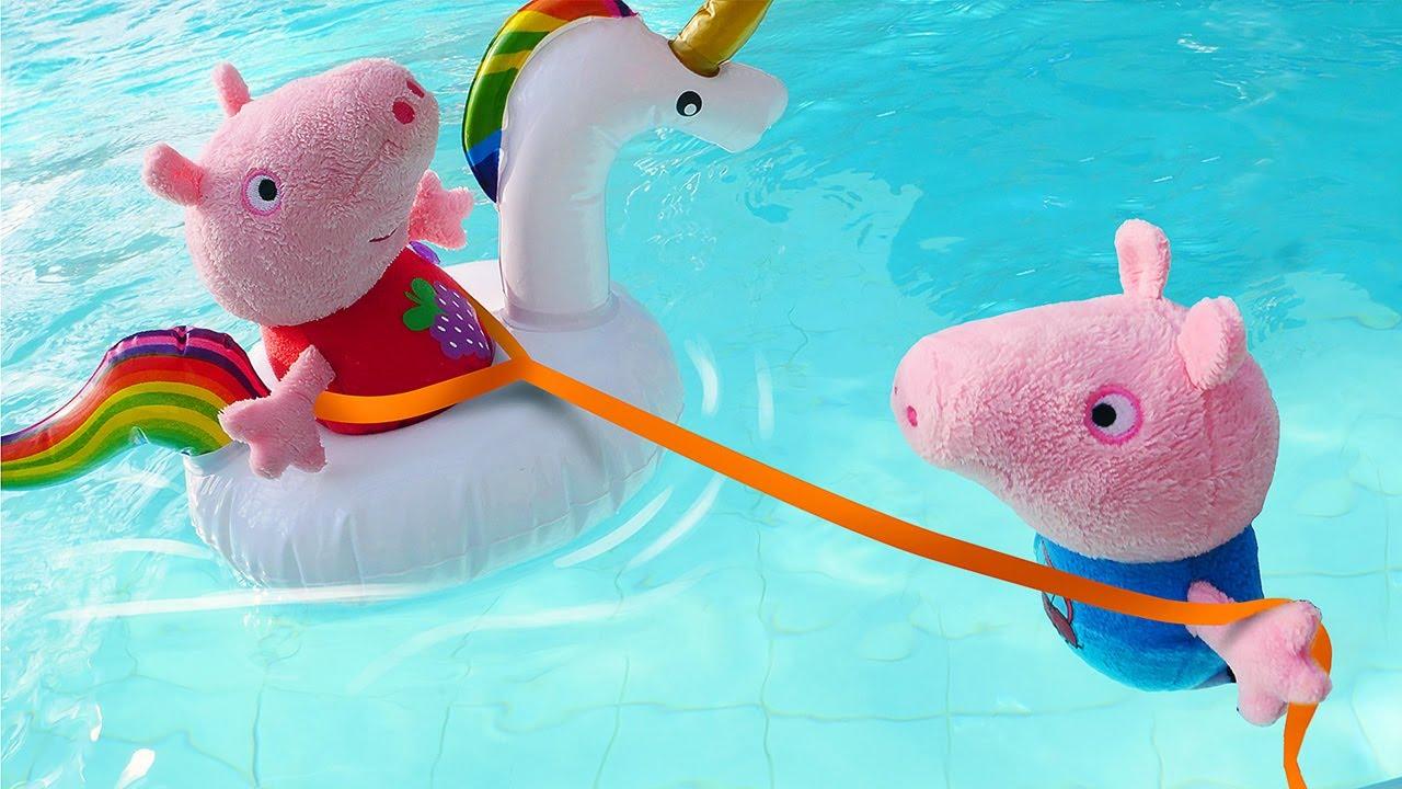George aprendeu a nadar no parque aquático! Peppa Pig e sua família em português