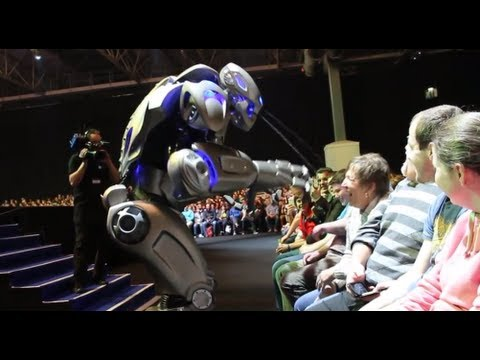 Titan The Robot - Uses Water Jets on Audience! - Front row HD Video - Gadget Show Live 2013