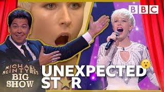Baixar Unexpected Star: Natasha the Hairdresser - Michael McIntyre's Big Show: Episode 1 - BBC One