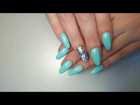 Мятный цвет лака для ногтей