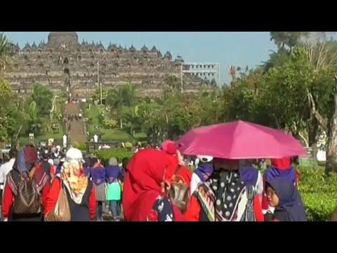 Candi Borobudur Dipadati Pengunjung