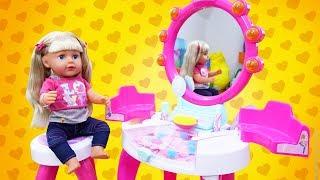 Salon de beautée de Barbie. Vidéos pour les filles. Compilation de baby Annabelle