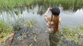 Рыбачим с подружкой на поплавок Наловили ведро карасиков Светлана Арефния психолог рыбачка