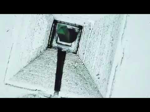 Pyramide van Austerlitz in de sneeuw