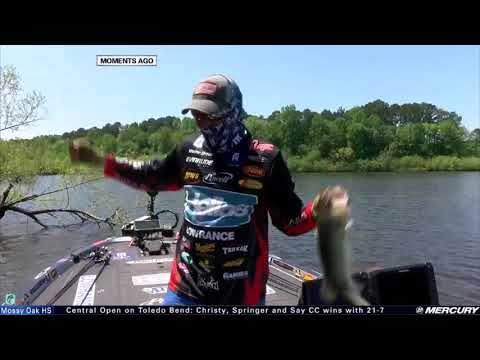 Wesley Strader grabs 3 big bass on Kentucky Lake