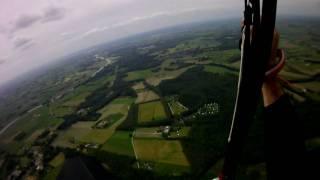 Ed Revenberg met paraglider boven Camping Jena Hummelo / Doetinchem
