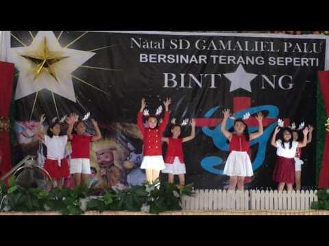4th grade Gamaliel Elementary school Palu dancer