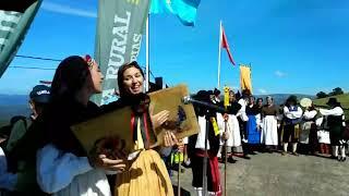 Raquel Alvarez Alonso y Laura Álvarez Alonso, las Tsacianiegas, en la fiesta vaqueira de Aristébano