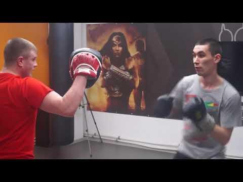 Семинар Антона Новикова по боксу. Работа на лапах. Руслан