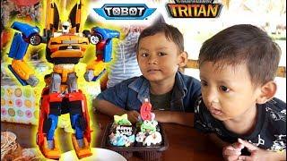 Buka Kado Tobot Tritan Hadiah Ulang Tahun | Buka Hadiah Mainan Anak