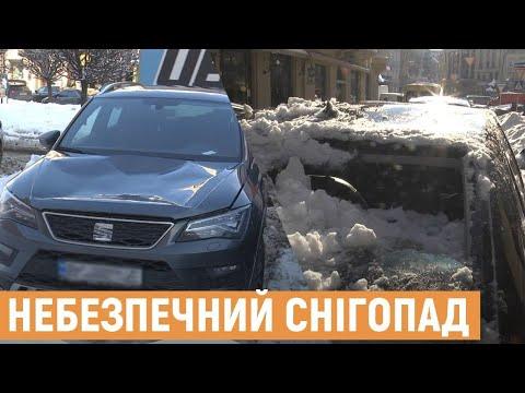 Брили снігу та бурулі падають на припарковані авто