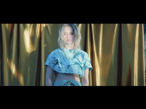 Смотреть клип Carlie Hanson - Back In My Arms