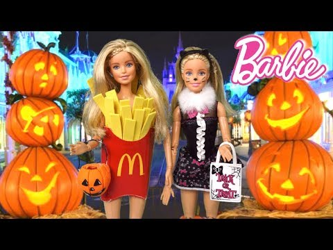 Barbie Twins Doll Family Halloween Party  in Disney World Evening Routine