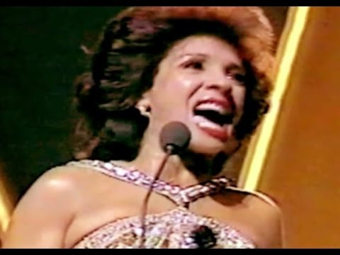 Shirley Bassey - Nobody Does It Like Me (1985 Live)