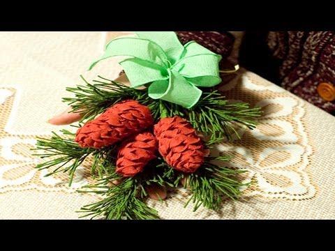 Новогодние гирлянды и венки. Декоративные хвойные ветки.