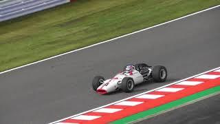 2017F1日本GPのイベントで鈴鹿サーキットをホンダ「RA300」が佐藤琢磨の...