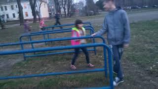 Малолетки избивают старшикласников