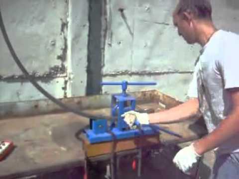 Двухступенчатый вакуумный насос bc-vp-230 sv becool предназначен для вакуумирования холодильной системы с целью удаления из неё воздуха и паров воды. Наличие паров воды в холодильной системе негативно сказывается на её работе, поэтому глубина технического вакуума важное.