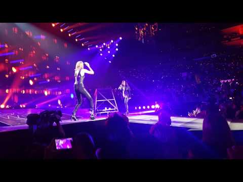 Taylor Swift sings a duet with Alanis Morissette