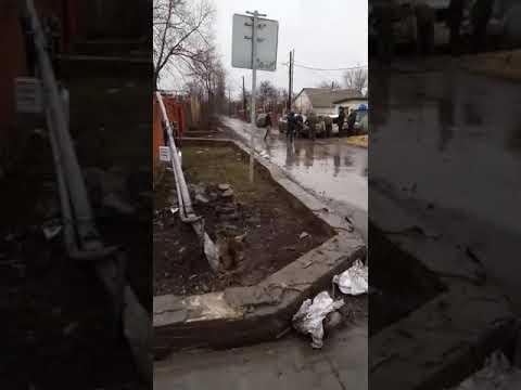 В погоне за контрабандистами пограничники разбили две машины в ростовском Донецке 3