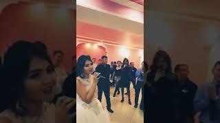 Невеста очень красиво поёт на свадьбе !