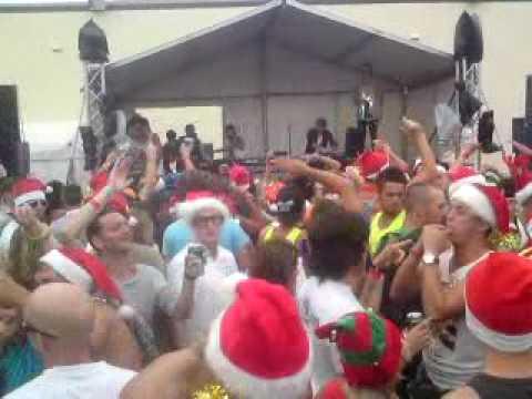 Sunburnt Christmas - Xmas Party at Bondi Beach - YouTube