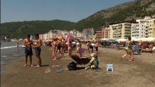 Turistët nga Kosova zgjedhin Shëngjinin, pastërti dhe çmime të lira