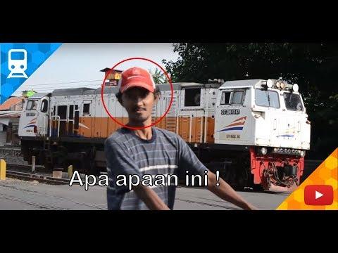 1 Jam ramainya kereta di Stasiun Surabaya Kota