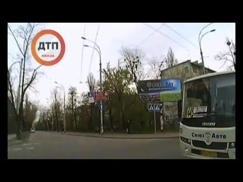 ЧП.INFO: Сила соцмереж: У Києві звільнили водія маршрутки, який проїхав на червоний