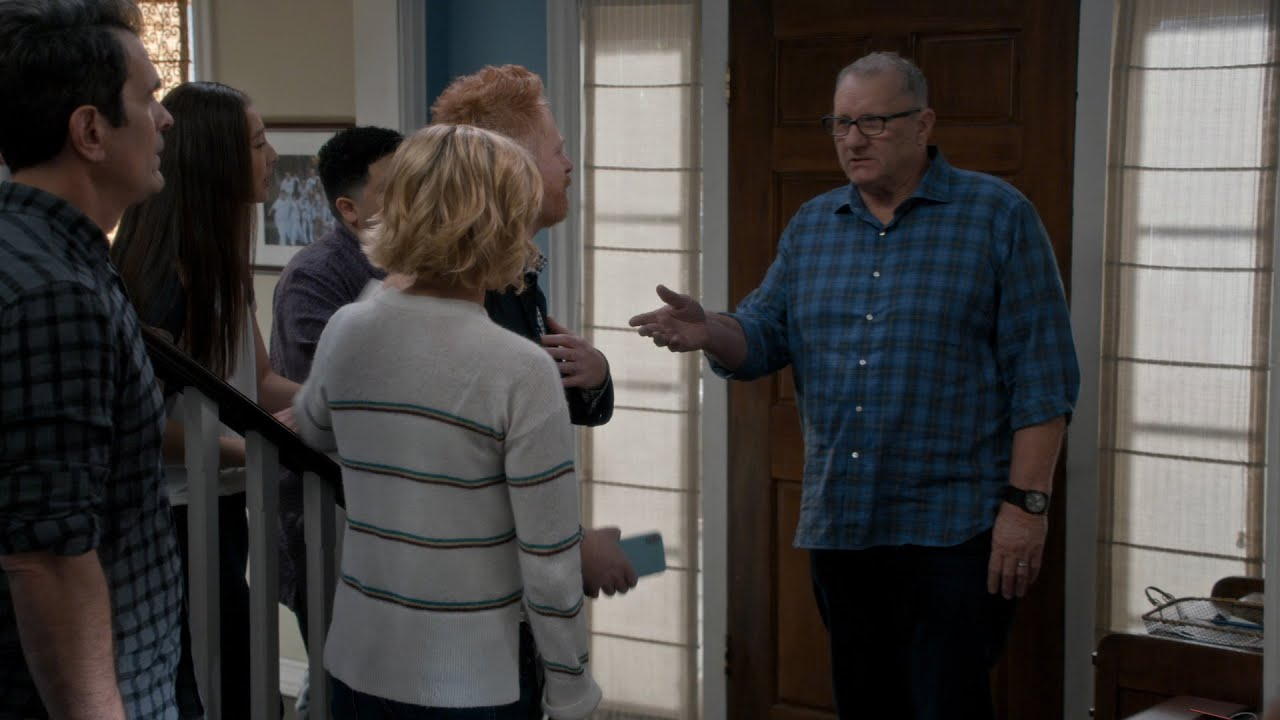 'Modern Family' Goes In for a Group Hug