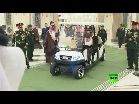 بوتين وسلمان يستقلان سيارة كهربائية إلى صالة المفاوضات  - نشر قبل 3 ساعة
