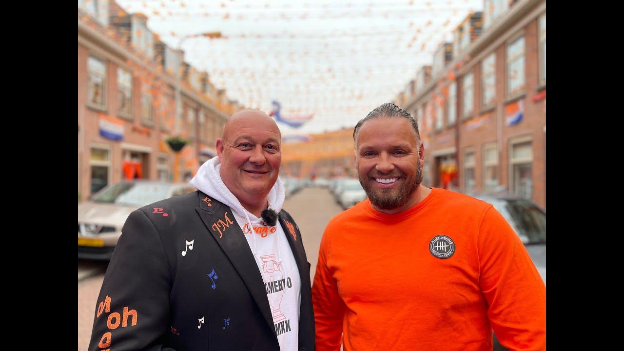 John Medley verrast oranjestraat in Scheveningen met optreden