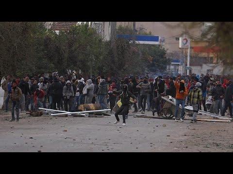 اعتقال 150 شخصا بينهم قادة في المعارضة التونسية  - 21:21-2018 / 1 / 12